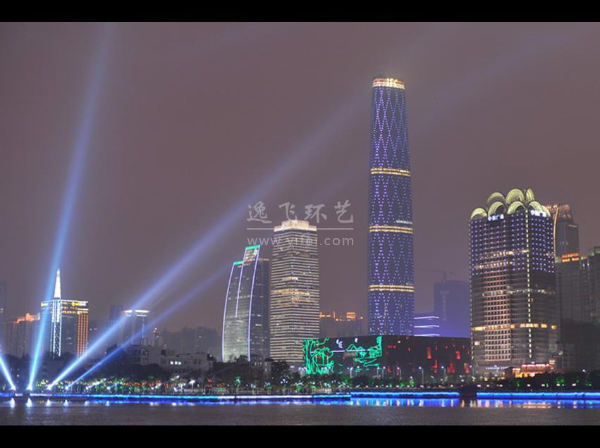 """钢网交织、水晶加身的广州国际金融中心(简称广州西塔),位于广州珠江新城CBD最核心商务区,矗立在广州新城市中轴线上,与广州电视塔(俗称""""小蛮腰"""")相呼应,其103层楼高,437.5米建筑总高的通透水晶之身将为广州这座具有2200年历史的岭南老城嵌入更多时尚的元素,她不光是这个城市里夺目的风景,更是承载着广州金融业图腾之梦。 逸笙YISSON精心打造的艺术品,期望如同西塔优雅的外形,引领时尚潮流! 室内概念设计:HBA 室内深化设计:广州城市组 艺术顾问:上海逸飞环艺"""